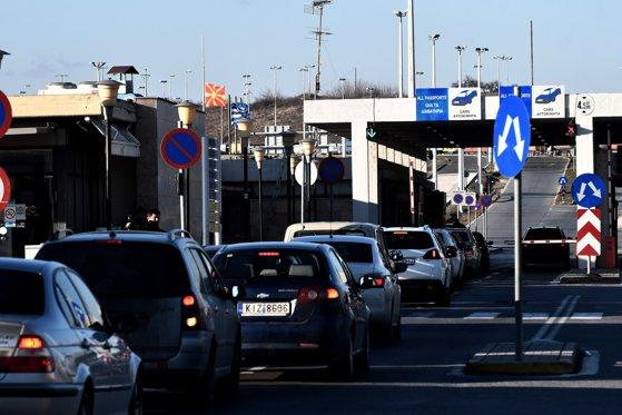 Coadă de 12 kilometri la graniţa între Bulgaria şi Grecia. Se aşteaptă şase ore la Kulata – Promachonas/ MAE reia apelurile