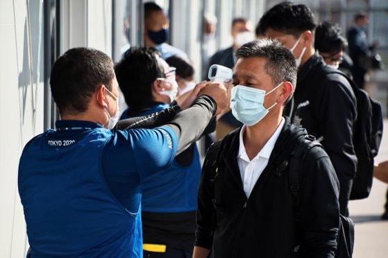 Studiu al Universităţii din Tokyo: Cât de eficiente sunt măştile împotriva particulelor de coronavirus din aer