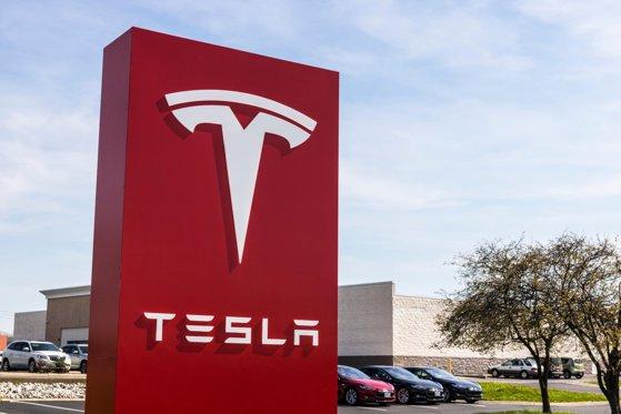 Tesla intenţionează să livreze 500.000 de maşini electrice în 2020