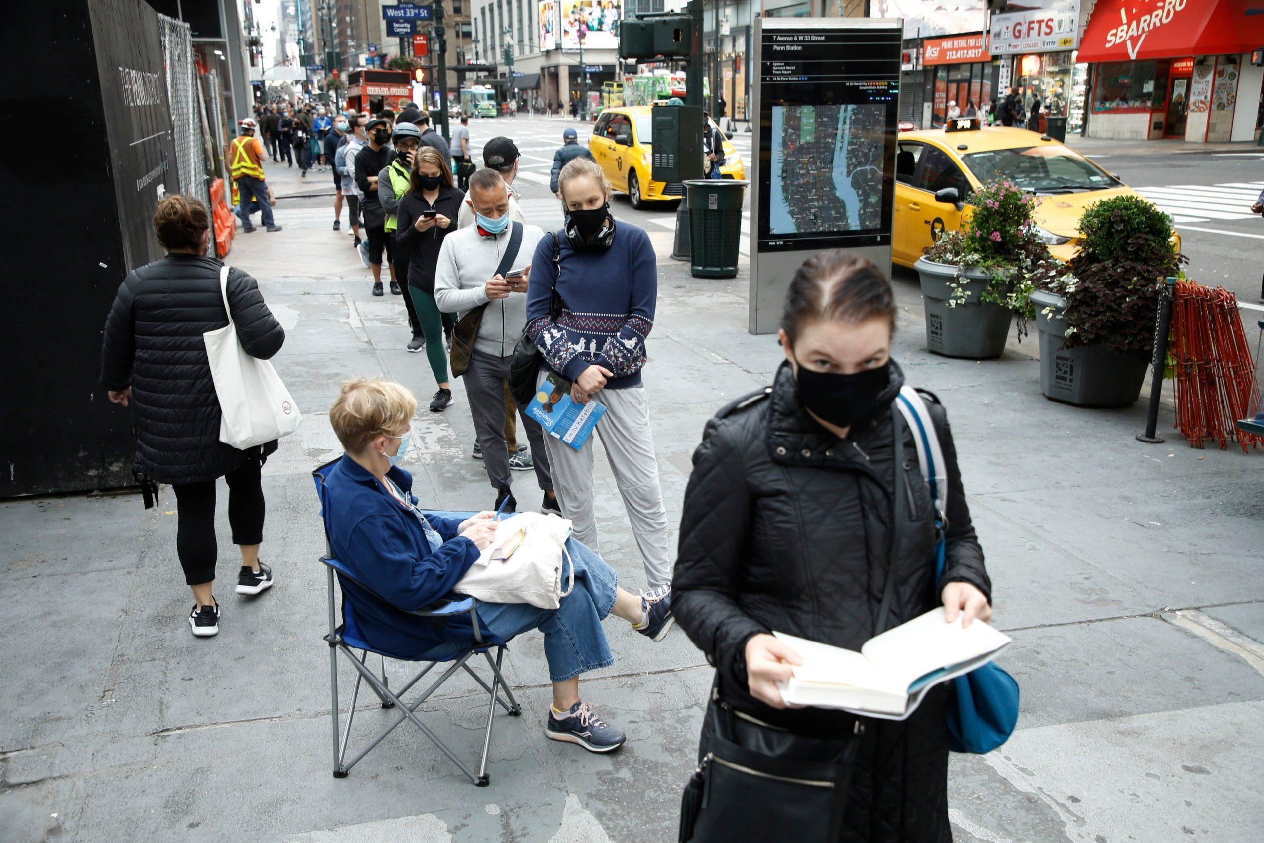 Alegeri SUA 2020. Cozi uriaşe în faţa secţiilor din New York. Donald Trump a votat anticipat în Florida