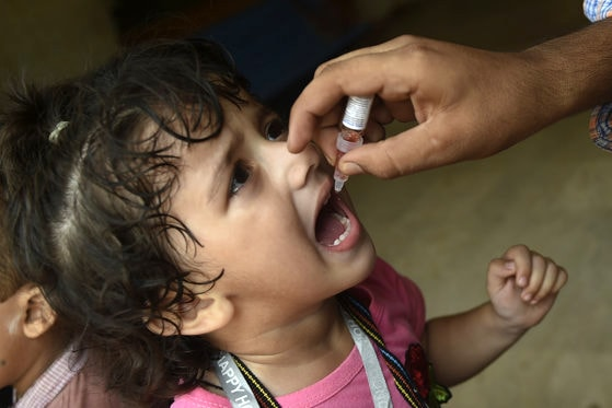 În aşteptarea vaccinului anti COVID-19, munca depusă ani de zile pentru a învinge alte infecţii e în pericol. Temerile experţilor americani
