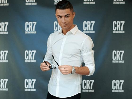 Cristiano Ronaldo o învinge pe Cardi B în arena Social Media. Fotbalistul are cele mai multe like-uri