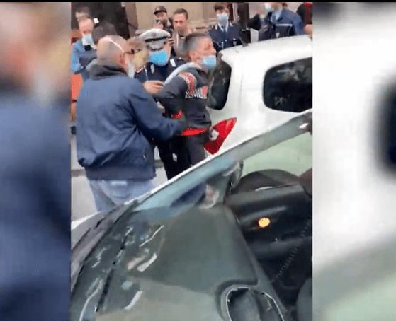 O femeie a fost arestată pentru că nu purta mască