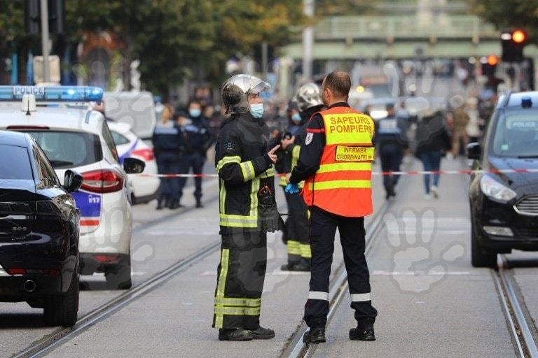 Franţa, sub teroare. Trei morţi şi mai mulţi răniţi într-un atac cu cuţitul într-o biserică din Nisa. Incidente în Lyon şi Avignon. AFP: Atacatorul este un tunisian ce a ajuns în Europa în luna septembrie