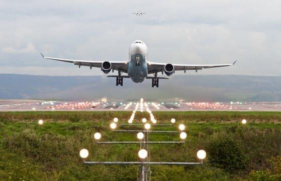 Industria aviatică se apropie de colaps. Aproape 200 de aeroporturi din Europa riscă să intre în faliment