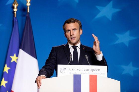 """Macron reinstituie în Franţa """"carantina generală"""" din primăvară, cu excepţia închiderii şcolilor. Oamenii vor avea interdicţia de a ieşi din case"""