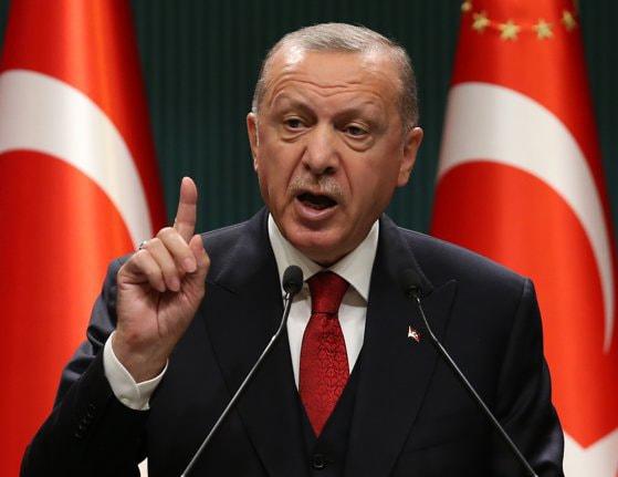 Situaţia diplomatică continuă să se deterioreze între Franţa şi Turcia. Erdogan le cere turcilor să boicoteze produsele franţuzesti