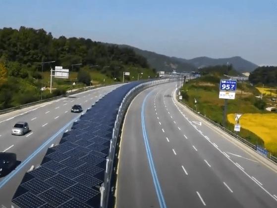 Coreenii au construit autostrada solară dedicată bicicliştilor