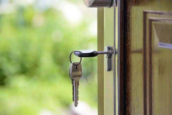 Dezvoltatorii imobiliari au venit cu o idee perfectă pentru românii care vor să se mute la ţară. Mulţi deja sunt pe lista de aşteptare