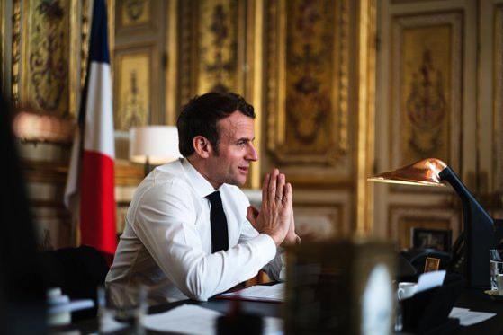 Emmanuel Macron anunţă relaxarea restricţiilor antiepidemice în Franţa