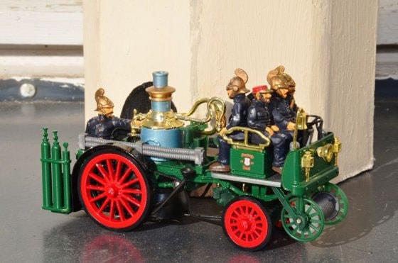 Expoziţie inedită la Tecuci. Sunt expuse maşini de pompieri, folosite în urmă cu un secol