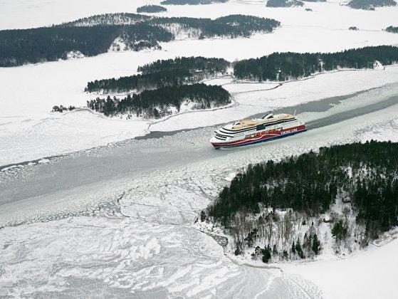 Feribotul Viking Grace, cu 400 de pasageri la bord, a eşuat în Finlanda
