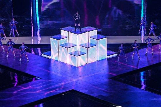 Finala Campionatul mondial de League of Legends a debutat cu un concert impresionant. Organizatorii s-au folosit de realitatea augmentată pentru a da viaţă personajelor pe scenă