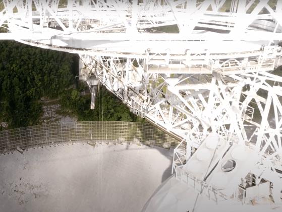 """""""Houston, we have a problem"""" s-a mutat pe sol. Un cablu ce a cedat a provocat daune majore Observatorul Arecibo"""