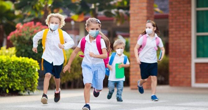Joaca-n pandemie: În lipsa interacţiunii sociale, cei mici au nevoie de alternative