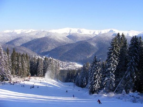 Start la zăpadă! Pe Valea Prahovei, peste 30 de tunuri de zăpadă pregătesc pârtiile pentru iubitorii sporturilor de iarnă