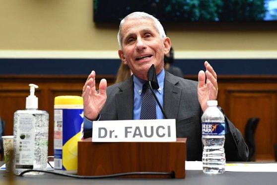 """Veşti bune: Anthony Fauci anunţă că """"în decurs de o săptămână"""" vor sosi date pozitive de la un al doilea vaccin împotriva COVID-19"""