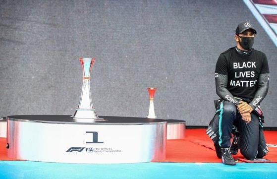 BBC l-a desemnat pe Lewis Hamilton personalitatea sportivă a anului 2020