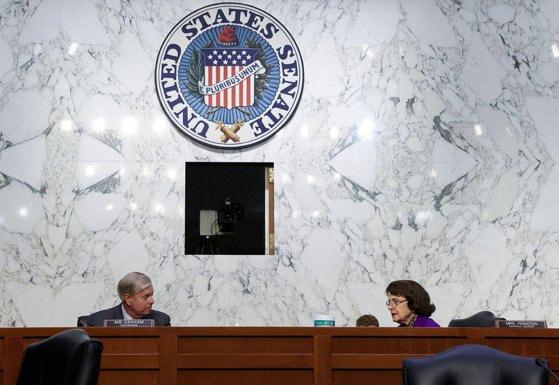 Congresul SUA aprobă ajutoarele financiare de 900 de miliarde de dolari pentru companii şi oameni
