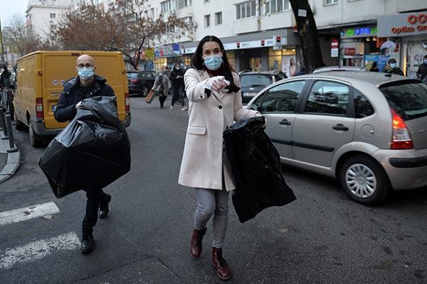 Gunoaie neridicate în Sectorul 1. Clotilde Armande respinge soluţia propusă de primarul general: Să nu mai complice inutil lucrurile