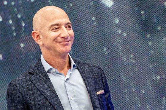 Jeff Bezos spune că Blue Origin, compania sa, va duce prima femeie pe lună