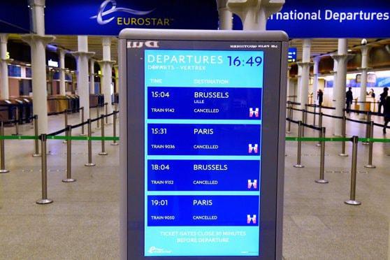 Marea Britanie, izolată după depistarea noii tulpini COVID-19. Misiunile diplomatice, pregătite să acorde sprijin românilor