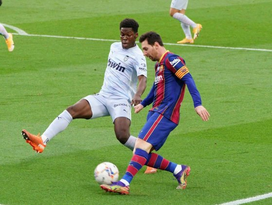 Messi a egalat recordul lui Pele