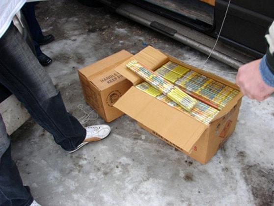 Peste 32 de tone de articole pirotehnice, confiscate de poliţişti