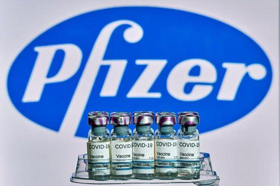 Pfizer va investiga reacţia alergică suferită de un bărbat în urma vaccinării cu serul anti COVID-19