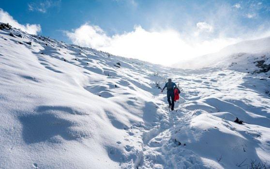 Alertă la munte, în următoarele două zile. Avertismentul meteorologilor: Risc însemnat de avalanşe