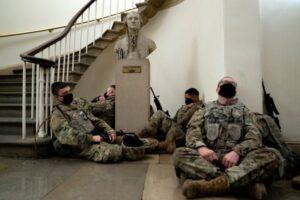 Aceasta este Biblioteca Congresului, este protejată de soldaţi, aşa cum puteţi vedea | FOTO: mediafax.ro