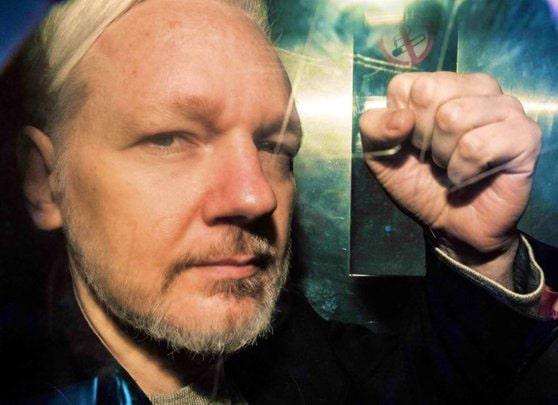 Cererea privind extrădarea lui Julian Assange în SUA, respinsă în Marea Britanie de instanţa preliminară