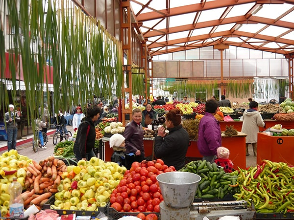 Datorită producătorilor locali, legumele româneşti sunt cu 50% mai ieftine decât cele de import