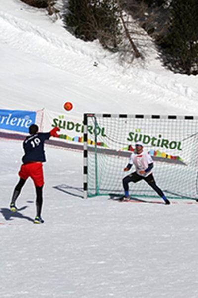 Handbal pe zăpadă, turneul inedit organizat în luna februarie în Maramureş. Competiţia se adresează inclusiv amatorilor