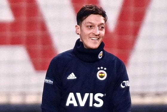 Salariu de fotbalist, plătit şi de suporteri: Ideea celor de la Fenerbahce Istanbul pentru a-l păstra pe mijlocaşul Mesut Ozil