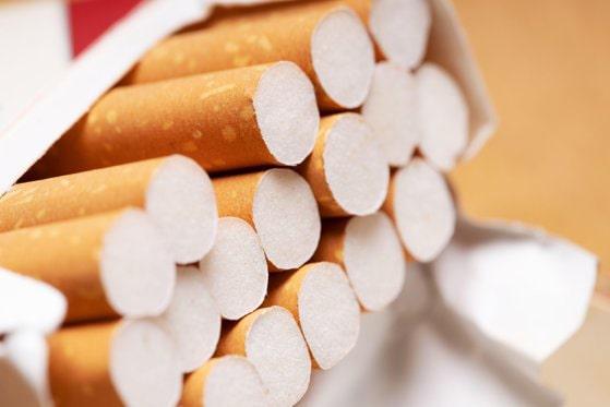 Spargere în noaptea de Revelion: Un tânăr de 18 ani a furat 172 de pachete de ţigări