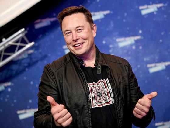 Tesla intră în S&P 500. Musk îi încurajează pe oameni să cumpere acţiuni