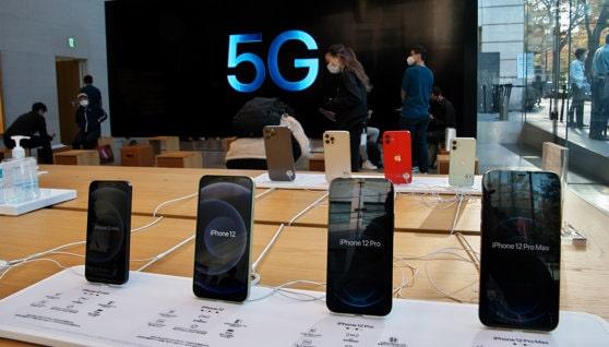 Apple a înregistrat o creştere peste aşteptări a veniturilor, după ce a stabilit un record de vânzări cu noile iPhone cu tehnologie 5G