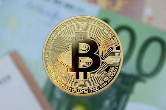 Bitcoin urcă la un nou maxim istoric şi ajunge la 48.216 dolari