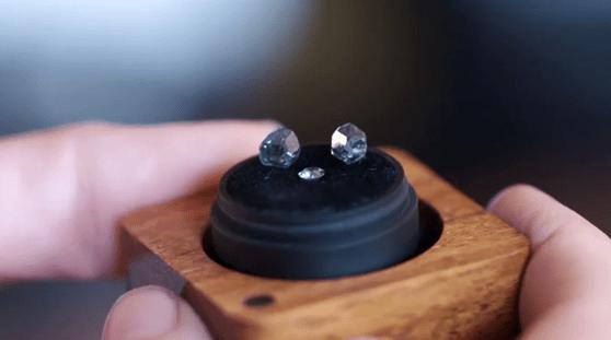 Diamantele din cenuşă, noua formă de a-i păstra pe cei dragi alături
