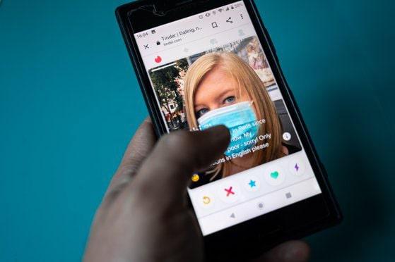 Aplicaţiile de dating sunt la mare căutare în pandemie. Restricţiile au împins tot mai mulţi utilizatori să-şi caute perechea în mediul online
