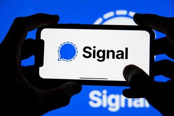 Facebook interzice reclamele Signal