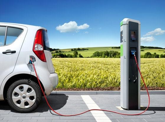 Maşinile electrice sau cele pe combustibil? Un studiu arată cui aparţine viitorul