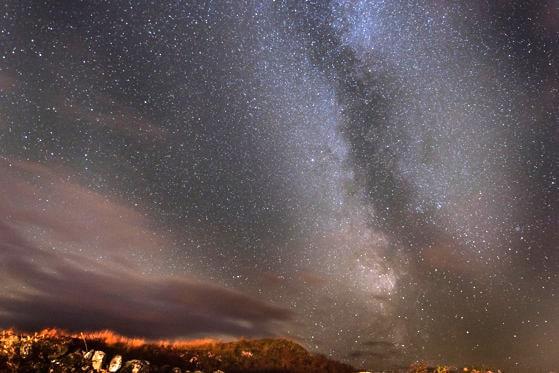 Ploaie de meteori, în noaptea de joi spre vineri. Stelele căzătoare provin din coada cometei Halley