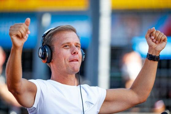 Armin van Buuren şi-a anulat concertul de la Bucureşti. Motivul pentru care DJ-ul olandez nu mai vine în capitala României
