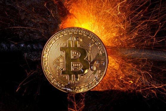 Bitcoin trage în jos piaţa criptomonedelor: pierderi de 100 miliarde de dolari în 24 de ore. Moneda digitală a scăzut sub 30.000 de dolari