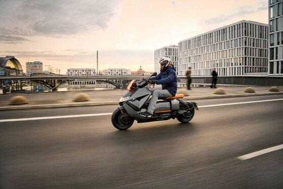 BMW intră pe o nouă piaţă. Cât va costa scuterul electric care prinde până la 120 km/h