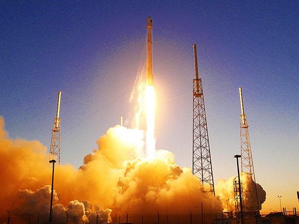 Elon Musk, fondatorul SpaceX, plănuieşte să colonizeze planeta Marte. Prima misiune cu echipaj