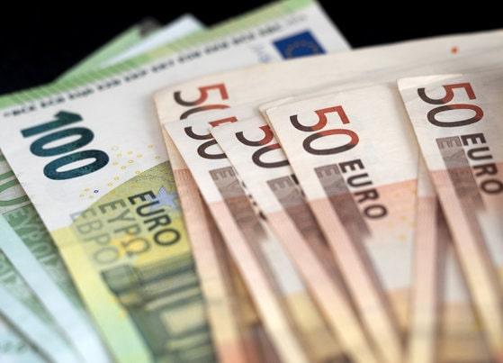 Euro atinge un nou maxim istoric faţă de leu. Cât de mult a urcat