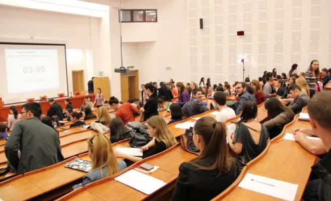 O facultate din cadrul Universităţii Bucureşti începe semestrul întâi în format online